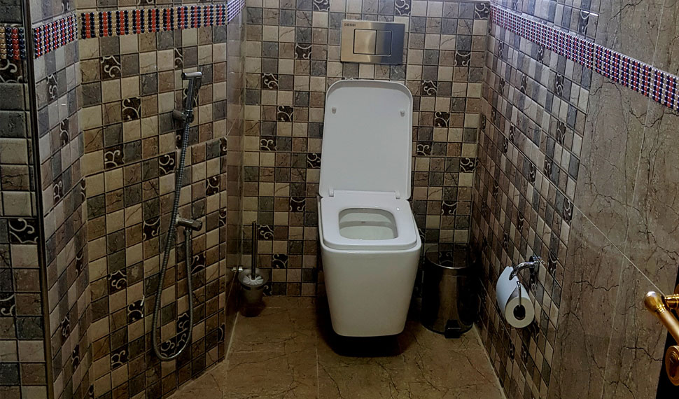 En-Suite-Room-spacious-toilet